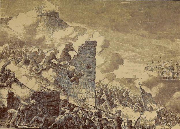 Grabado que representa el Asedio de Acre, el sitio francés de la ciudad amurallada de Acre, defendida por los otomanos durante la invasión napoleónica de Egipto, 1799.