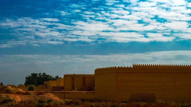 Ruínas babilônias parcialmente restauradas em Hilah, no Iraque