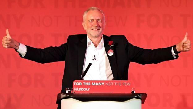 Jeremy Corbyn: İngiltere'de İşçi Partisi'ni canlandıran lider