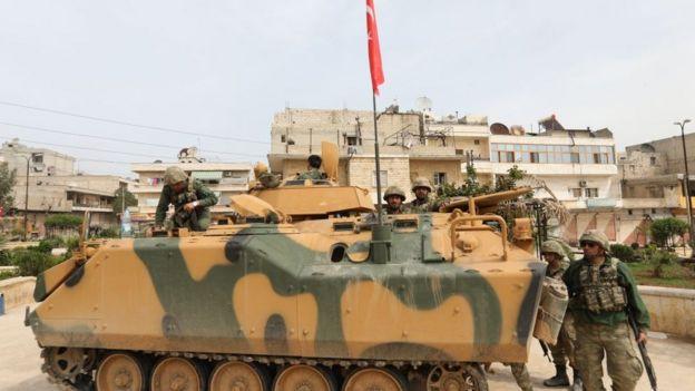 Afrin kent merkezini ele geçiren Türk askerinin fotoğrafı