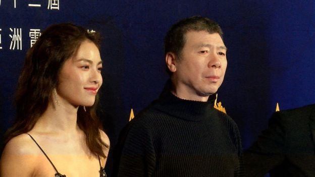 《芳华》团队在亚洲电影大奖红地毯上合影留念。