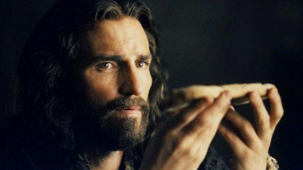 Jim Caviezel como Jesus