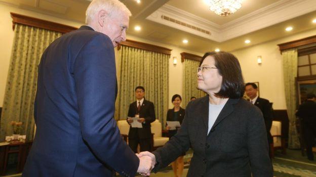 美國在台協會主席莫健到台灣訪問拜會了總統蔡英文和立法院。