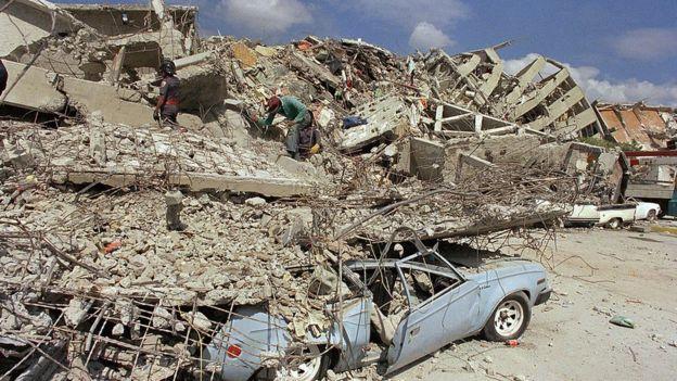 Edificio derrumbado después del sismo de 1985 en Ciudad de México.