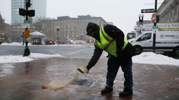 بارش برف سنگین در بوستون، سرما و بوران ادامه دارد