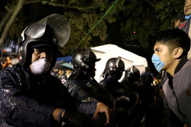 Rescatistas y voluntarios en Ciudad de México el 25 de septiembre.