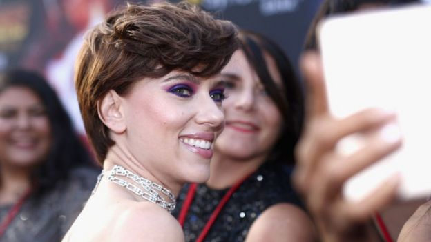 Scarlett Johansson smiling on the red carpet for fans at the Avengers: Infinity War premiere in Los Angeles