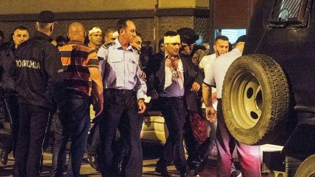 Депутатів з будівлі парламенту виводила поліція