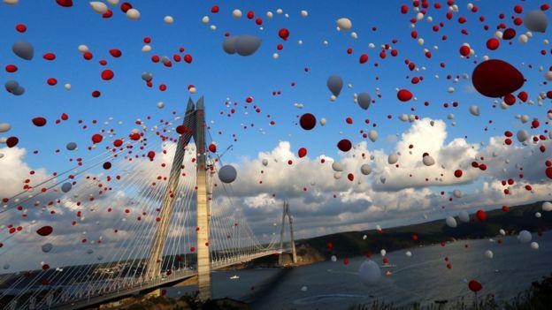 Ponte Yavuz Sultan Selim, sobre o estreito de Bósforo, na Turquia