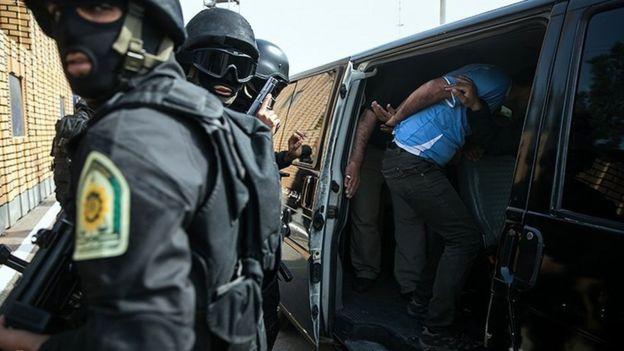 فرمانداری تهران تعداد معترضین بازداشت شده تهرانی را تا سهشنبه دوازدهم دی ماه ۴۵۰ نفر اعلام کرده بود