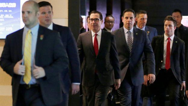 姆努欽率領的美國代表團