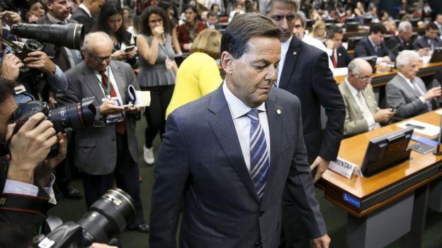 O deputado Sergio Zveiter chega à Comissão de Constituição e Justiça (CCJ) da Câmara para divulgar o seu parecer sobre a denúncia por crime de corrupção passiva contra o presidente Michel Temer, apresentada pela Procuradoria-Geral da República