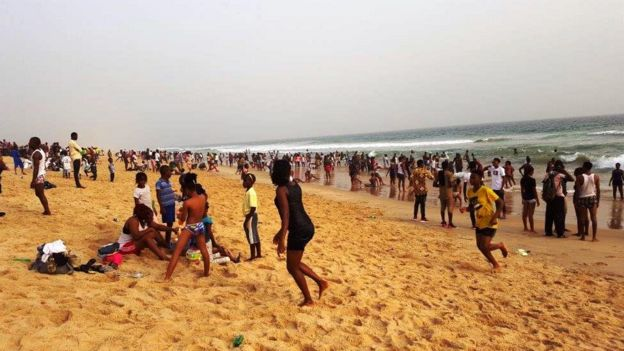 Elegushi na private beach but people sabi pack enter there to catch fun dis season.