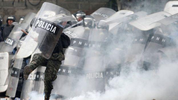 Policía antidisturbios en Honduras.