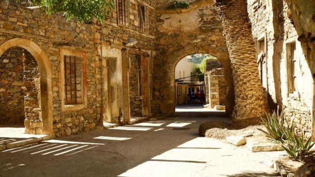 Ruínas de uma rua residencial da ilha