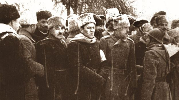 Военный парад на Софийской площади в Киеве по случаю введения Директории. 19 декабря 1918 года