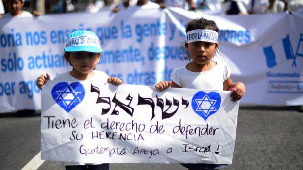Niños guatemaltecos en una marcha en apoyo a Israel