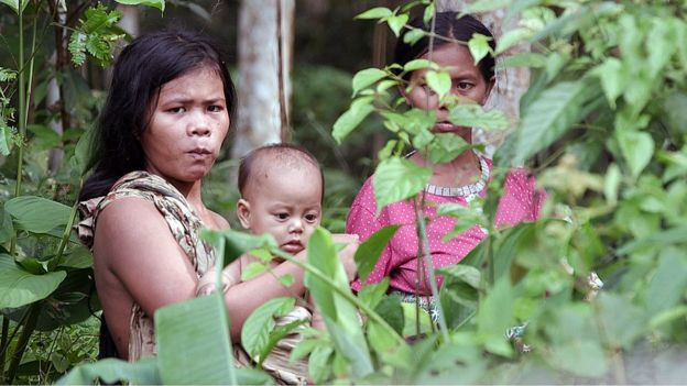 Orang Rimba women and a child