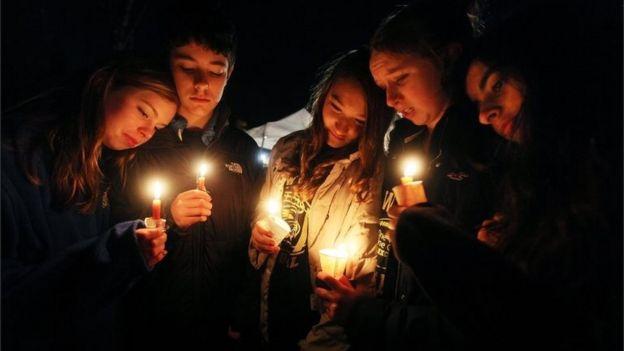 Homenagem às vítimas de ataque á escola Sandy Hook