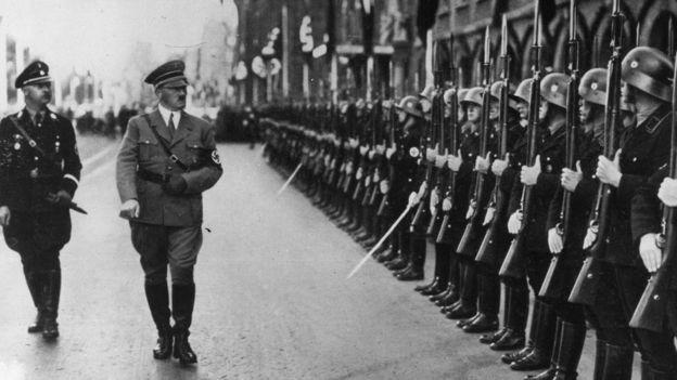 Heinrich Himmler và Adolf Hitler (Ảnh: HULTON ARCHIVE)