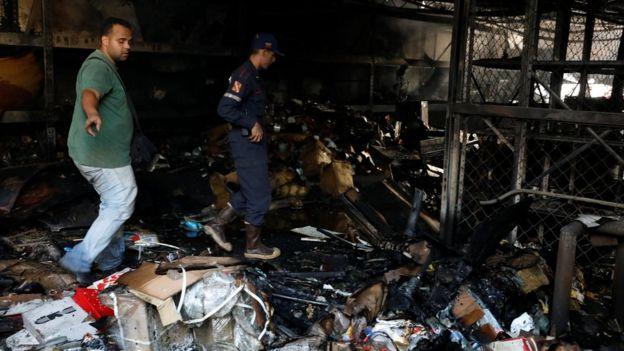 La sede de gobierno de Henrique Capriles se incendió parcialmente este sábado.
