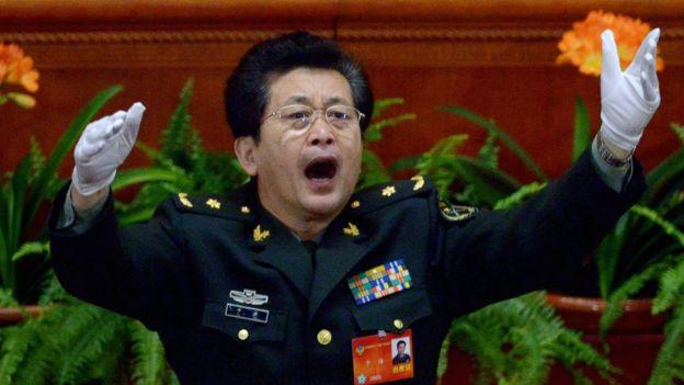 於海大校在中國全國政協會議開幕式上指揮唱國歌(2014年)