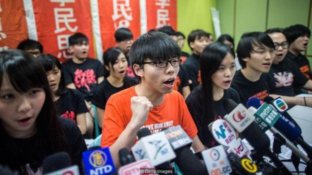 Ở nước Trung Quốc cộng sản, nước nhanh chóng nổi lên thành cường quốc thế giới mới, người dân coi chính phủ như một hình thức bảo hộ,
