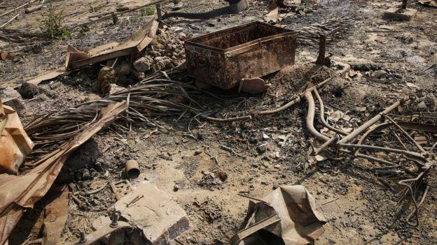 Rumah-rumah orang Rohingya, seperti di Maungdaw ini, dibakar bersamaan dengan operasi militer di Rakhine/LYNN BO BO/EPA.