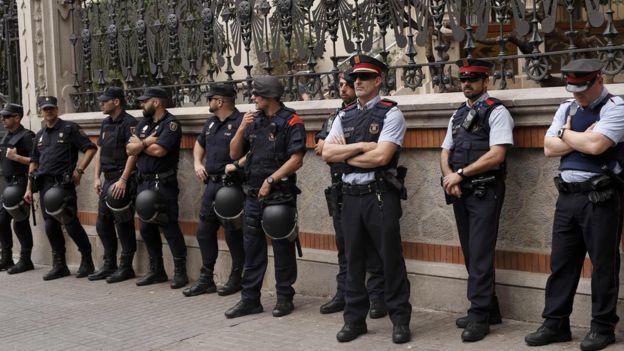 Katalan ve İspanyol polisleri