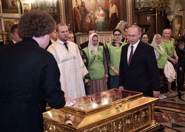Cumhurbaşkanı Putin'in arkasında