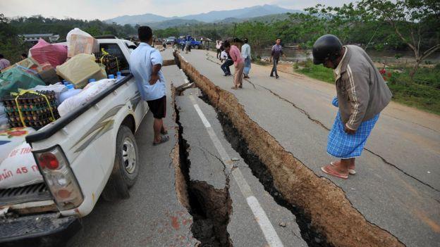 Otoyolda bir deprem yarığı
