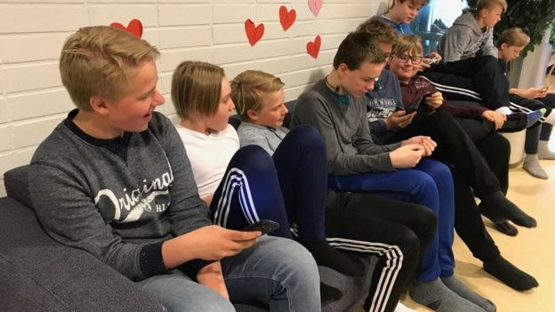 Estudantes em escola finlandesa