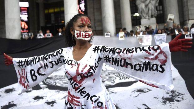 Mujer en una protesta en México.