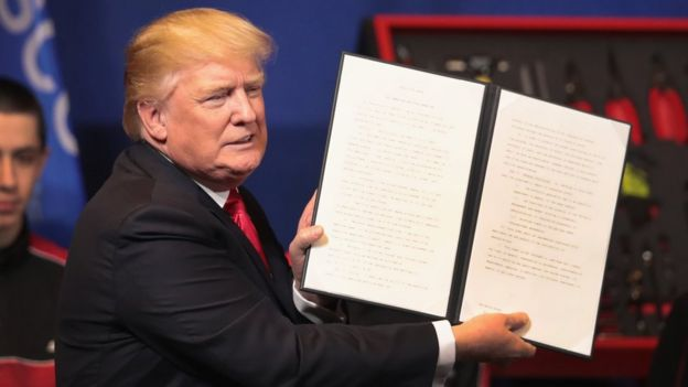 Donald Trump firma la orden ejecutiva