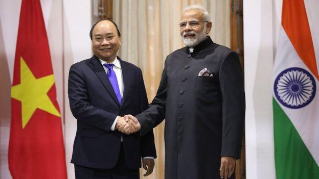 Thủ tướng Ấn Độ Narendra Modi tiếp đón Thủ tướng Nguyễn Xuân Phúc đã có buổi gặp gỡ bên lề Hội nghị cấp cao kỷ niệm ASEAN-Ấn Độ hôm 24/1.