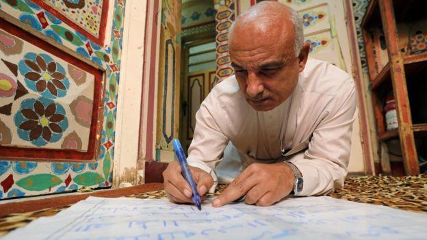 سعد محمد يكتب بخط يده