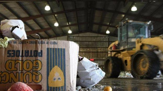 Trên toàn châu Âu, 100 triệu tấn thực phẩm bị đổ đi mỗi năm, tạo ra lượng khí thải nhà kính khổng lồ