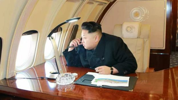 Kim Jong-un sobrevuela Pyongyang en 2015.