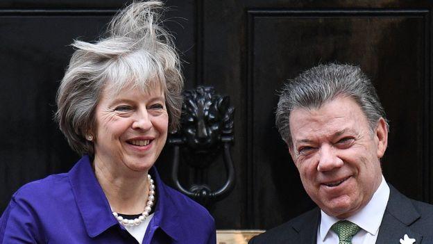 Theresa May y Juan Manuel Santos