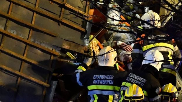 Man rescued from building at the Paardenmarkt in Antwerp on 15 January 2018.