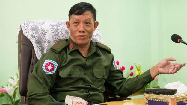 Kolonel Phone Tint bersikeras bahwa pelaku pembakaran seluruh desaitu adalah militan Muslim.