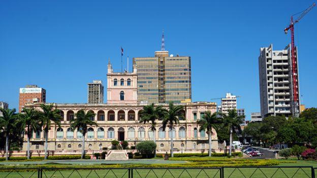 Palacio de los Lopez y One Downtonw en Asuncion