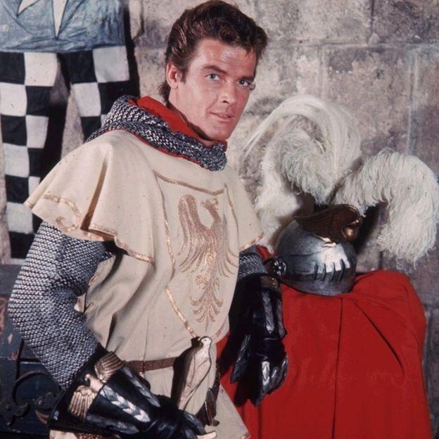 Roger Moore como Ivanhoe