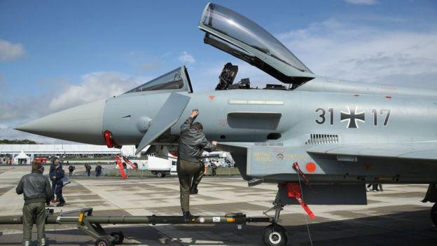 avião de combate
