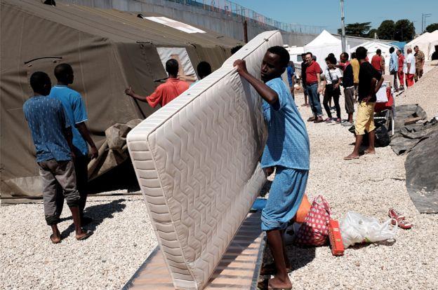 Roma'daki bir mülteci kampındaki Eritralılar (2015 dosya resim)