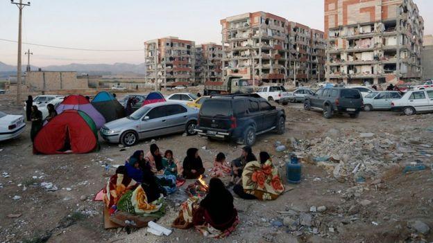 İran'ın Kirmanşah Eyaleti'nde bulunan Serpol Zehap'ta binalar büyük hasar gördü. Bölgede yaşayanlar geceyi evlerinin dışında geçirdi.