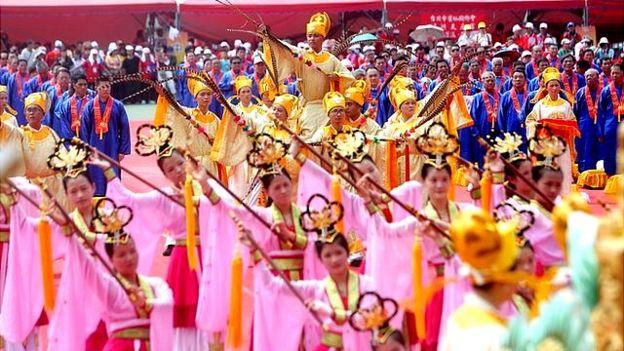 湄洲媽祖抵達台灣之後,首站駐駕新北市的板橋,主辦單位尊古禮傳統迎接。