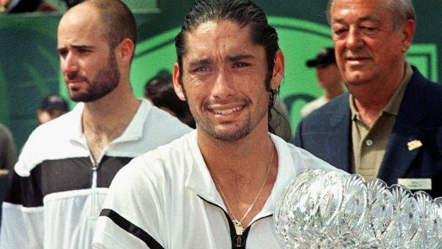Marcelo Ríos junto a Andre Agassi