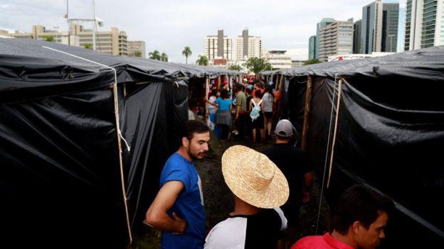 Manifestantes da Frente Brasil Popular acampados