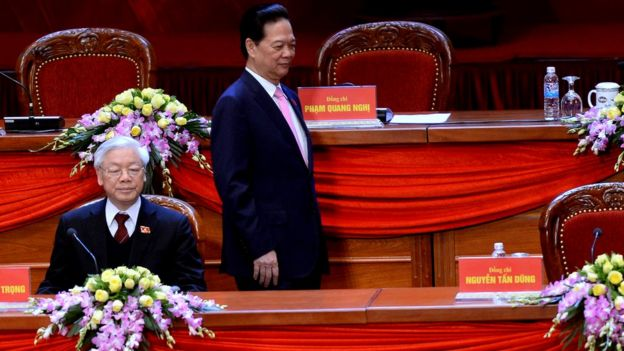 Ông Nguyễn Phú Trọng (trái)